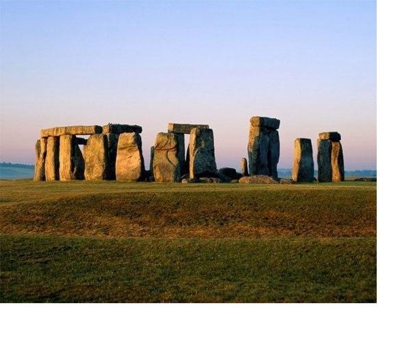 Thời điểm ra đời của chiếc vòng cổ đá Stonehenge là khoảng 2500 trước Công Nguyên