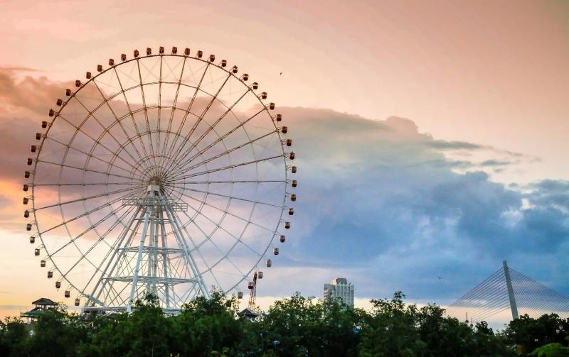 Vòng đu quay Sun Wheel theo kiến trúc kiểu Pháp hiện đại mà lãng mạn