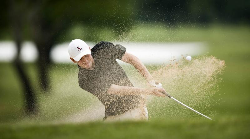 Nhân viên vớt bóng golf - Nguồn: Sưu tầm