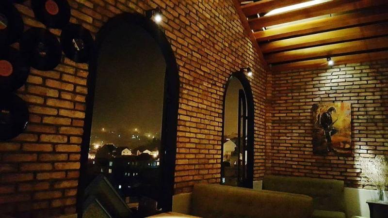 Voulez-Vous Cafe & Wine Bar