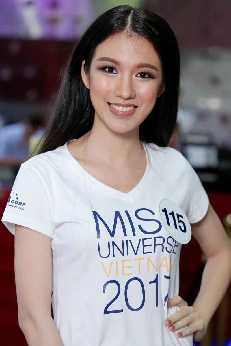 Tuyết Trang hiện là biên tập viên tiếng Anh của đài truyền hình VTV