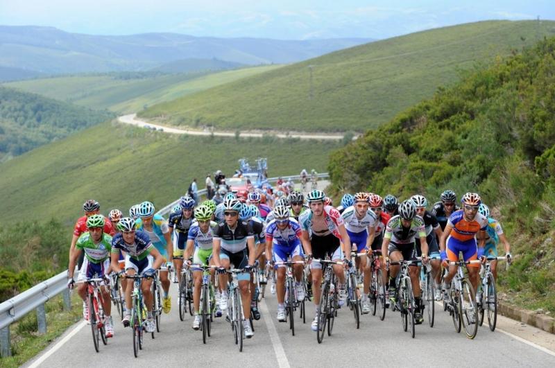 Địa hình đồi núi là thách thức của các tay đua