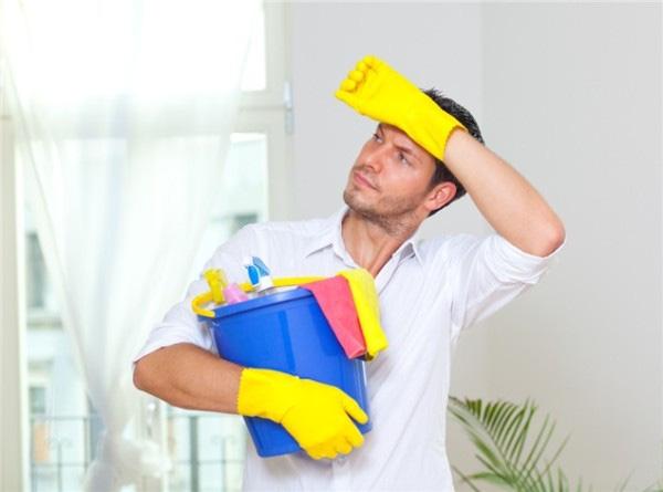 Vui vẻ chủ động giúp vợ việc nhà - dấu hiệu của một người đàn ông yêu vợ thật lòng