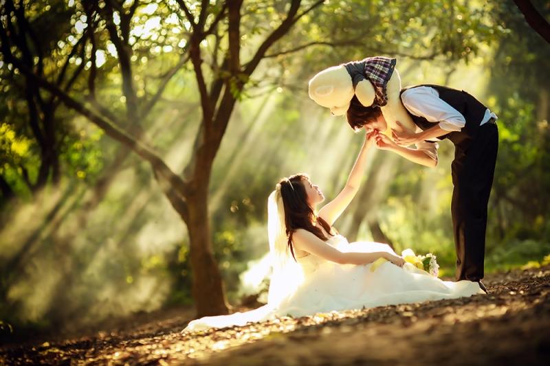 Bộ ảnh cưới hòa quyện với thiên nhiên, dưới ánh nắng thật là tuyệt với