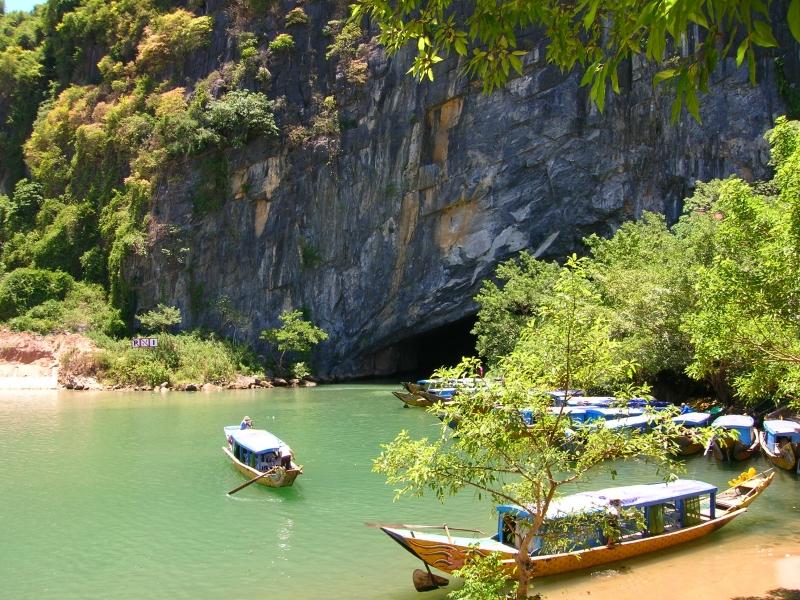 Phong Nha Kẻ Bàng có hệ thống hơn 300 hang động lớn nhỏ,