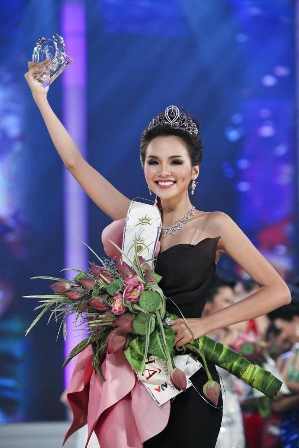Vương miện Hoa hậu Thế giới Người Việt 2010
