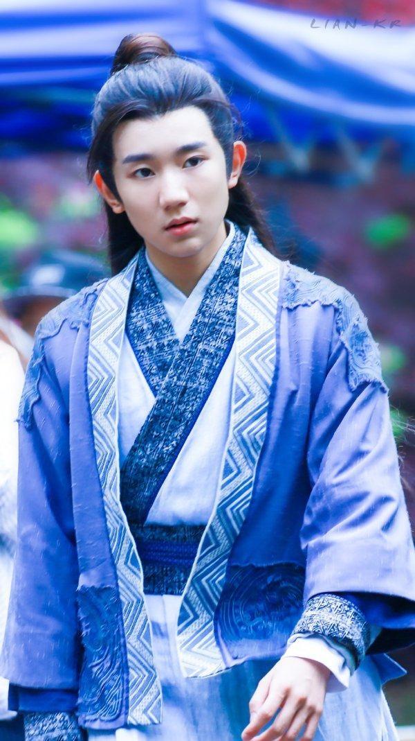 Vương Nguyên vào vai Trương Tiểu Phàm lúc nhỏ ngây thơ những cũng rất điển trai