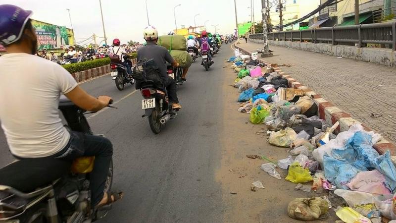 Vứt rác bừa bãi là một trong những thói quen xấu của người Việt Nam
