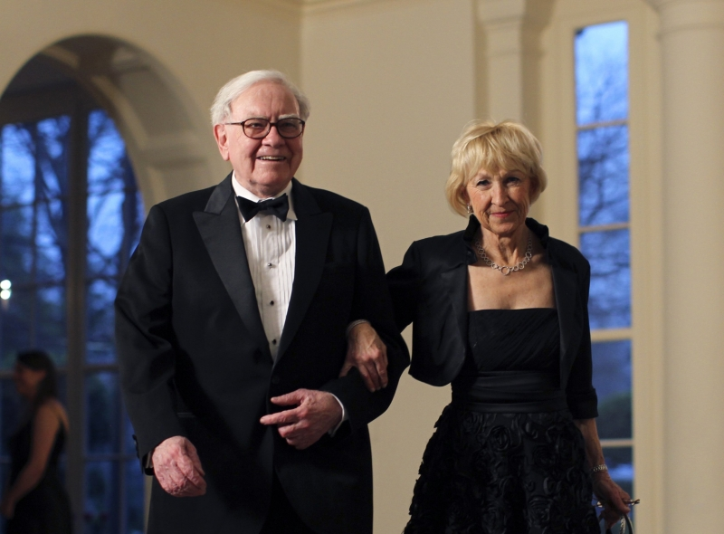 Warren Buffett và Astrid Menks