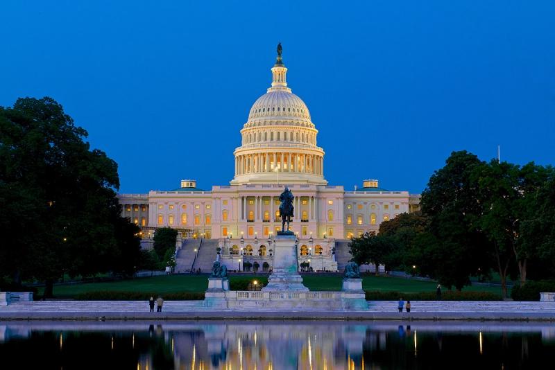 Nhà Trắng - trung tâm chính trị, kinh tế, văn hóa của nước Mỹ ở Washington.