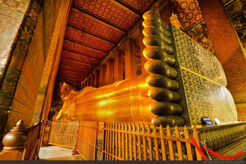 Cận cảnh bức tượng Đức Phật ngồi tựa nổi tiếng của chùa Wat Pho.