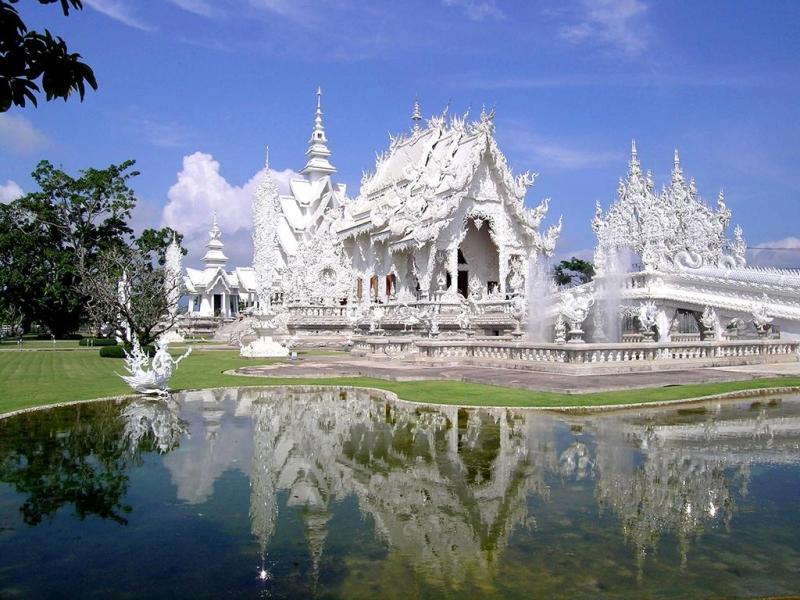 Chùa Wat Rong Khun ở Thái Lan.