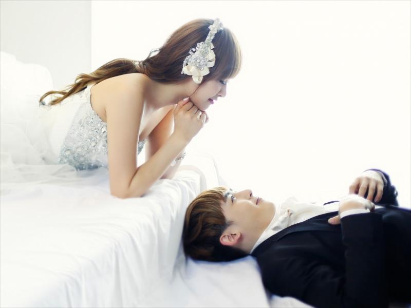 Nichkun (2PM) và Victoria ( f(x)) là một trong những cặp đôi nổi tiếng nhất của We Got Marrie.