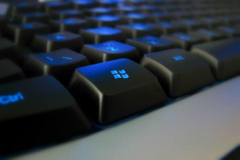 Windows + M