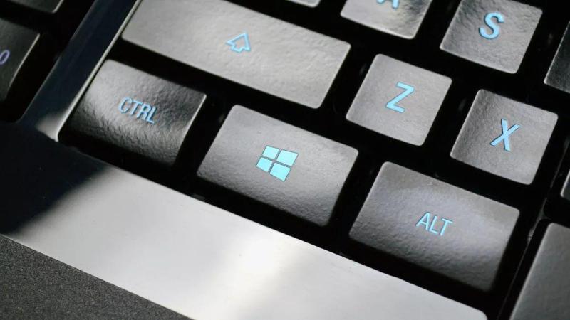 Windows + mũi tên trái, phải