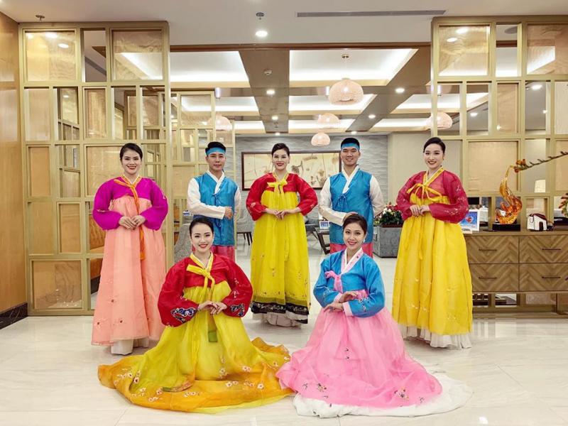 Trang phục biểu diễn Cao Tùng