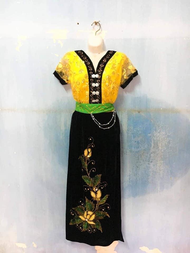 Trang phục biểu diễn Khánh Mít