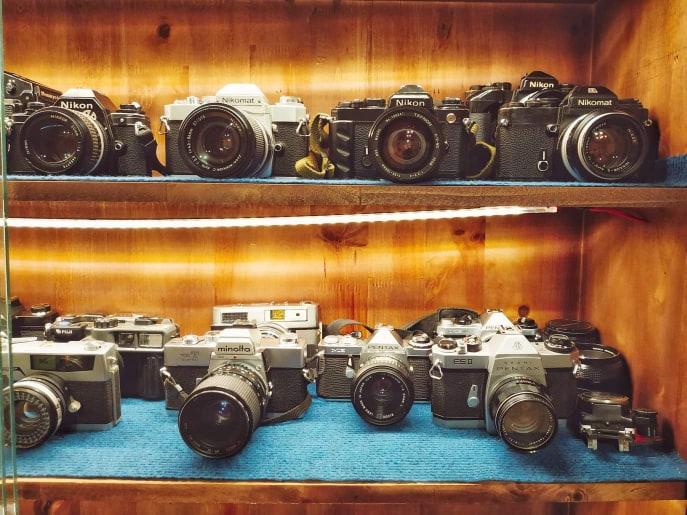 Bên trong Lab bày bán nhiều loại máy film