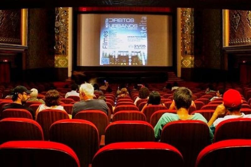 Đi xem phim cùng cô ấy bộ phim mà cô ấy thích