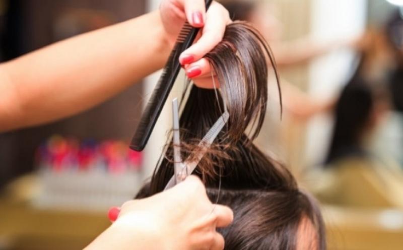 Xem nhẹ việc cắt tóc