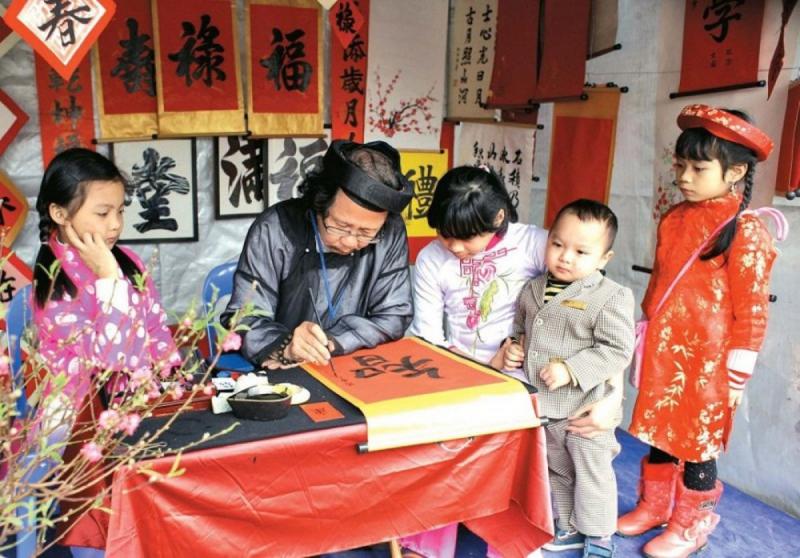 Dịp đầu xuân, người Việt thường đi xin chữ