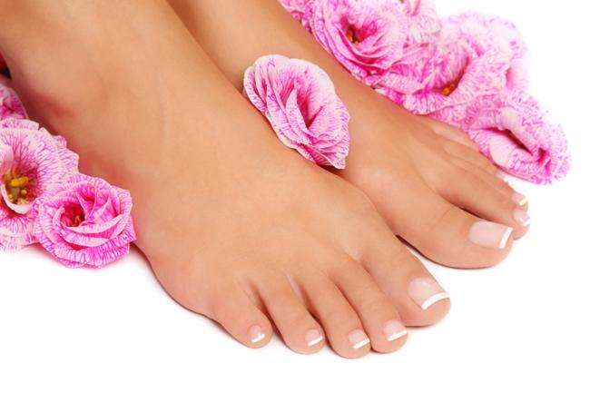 Xịt khử mùi hôi chân Scholl với công thức chứa các thành phần tự nhiên, hương chanh thơm mát, giúp khử mùi hiệu quả,