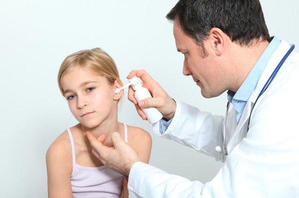 Top 6 xịt vệ sinh tai cho bé hiệu quả nhất hiện nay
