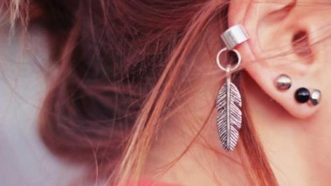 Xỏ nhiều khuyên khiến tai bị biến dạng