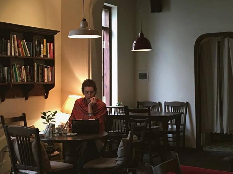 Xofa cafe mang đến một không gian thoải mái, tĩnh lặng, hiện đại cho những ai muốn