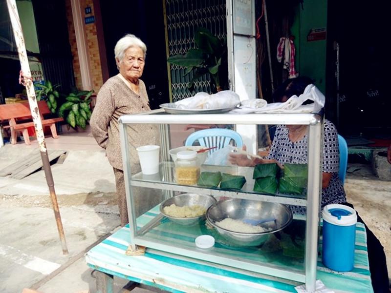 Quán xôi trên đường Trần Hầu đã nổi tiếng bao năm qua
