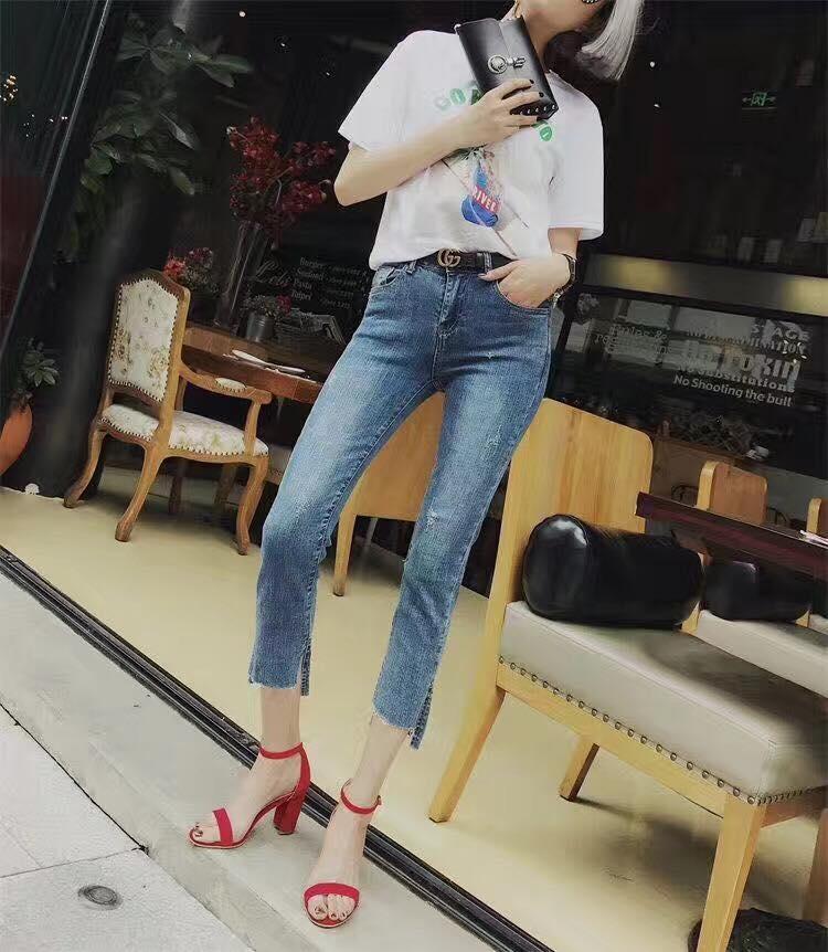 Các sản phẩm quần jeans tại XonXen Shop có mẫu mã đa dạng, giá thành hợp lý