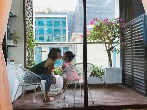 Siêu mẫu Xuân Lan bình yên bên con gái