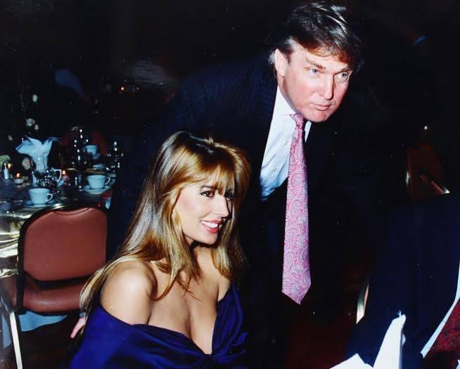 Trump bên kiều nữ Rowanne Brewer Lane