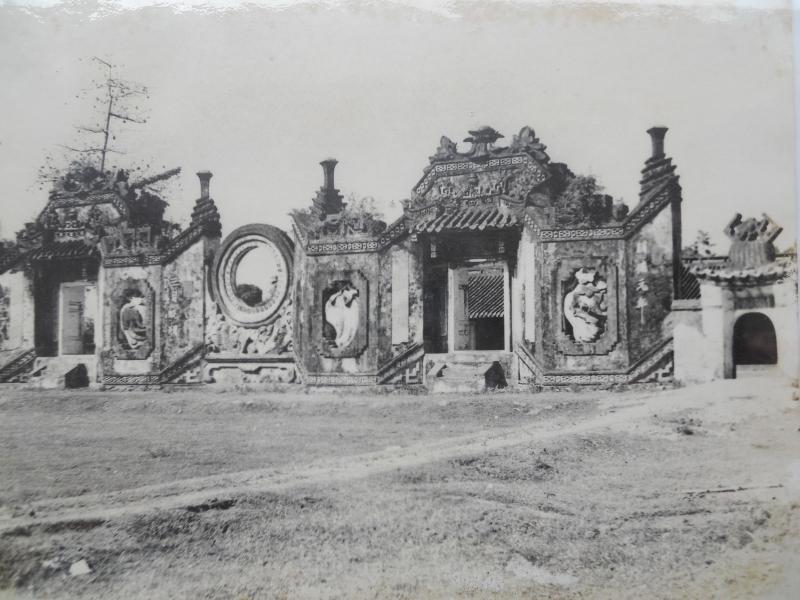 Một ngôi chùa mang vẻ hiu quạnh và u ám
