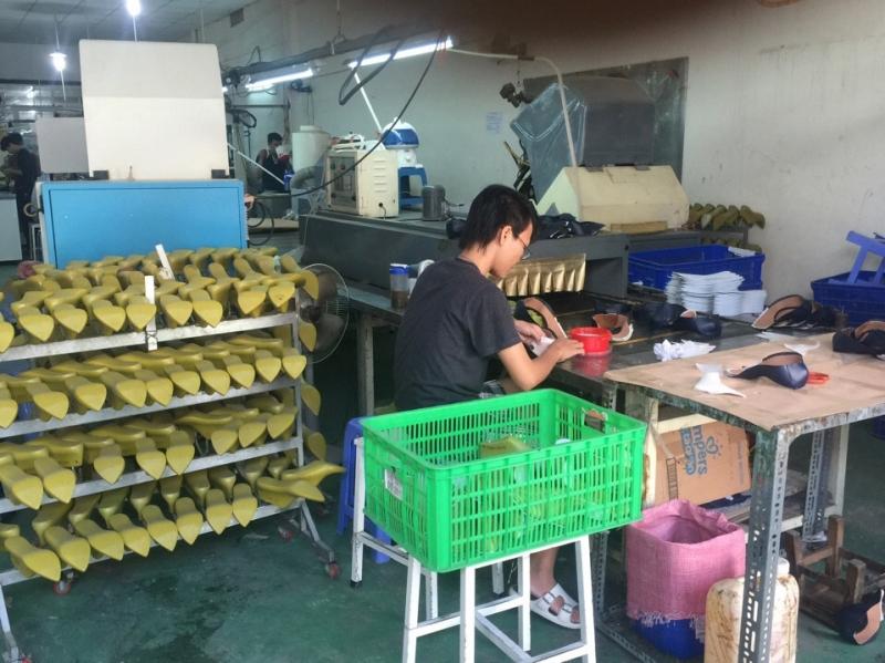 Bên trong xưởng Tùng Anh.