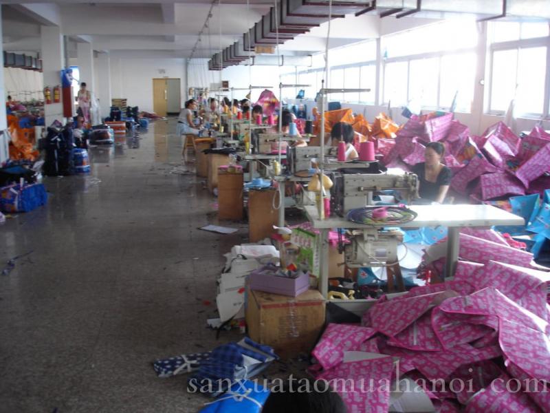 Xưởng sản xuất áo mưa S.L Việt Nam