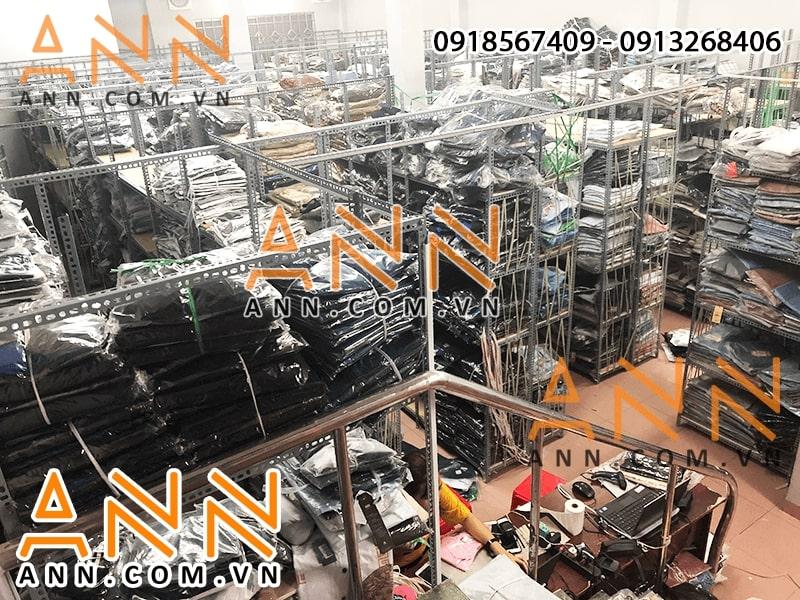 Xưởng hoạt động với quy mô rất lớn có đến 4500 khách sỉ, diện tích lên tới 500m2