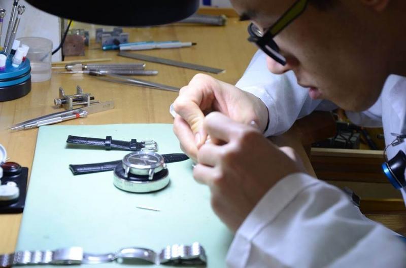 Bác sĩ đồng hồ giỏi và giàu kinh nghiệm