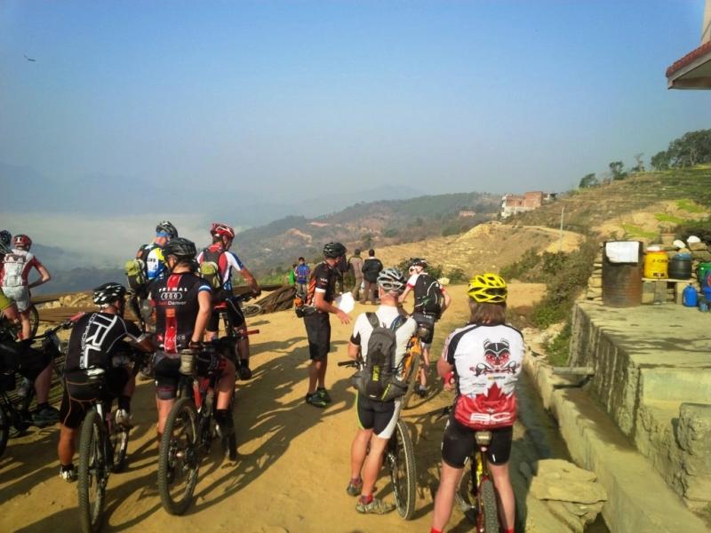 Địa hình núi cao, hiểm trở thách thức các tay đua