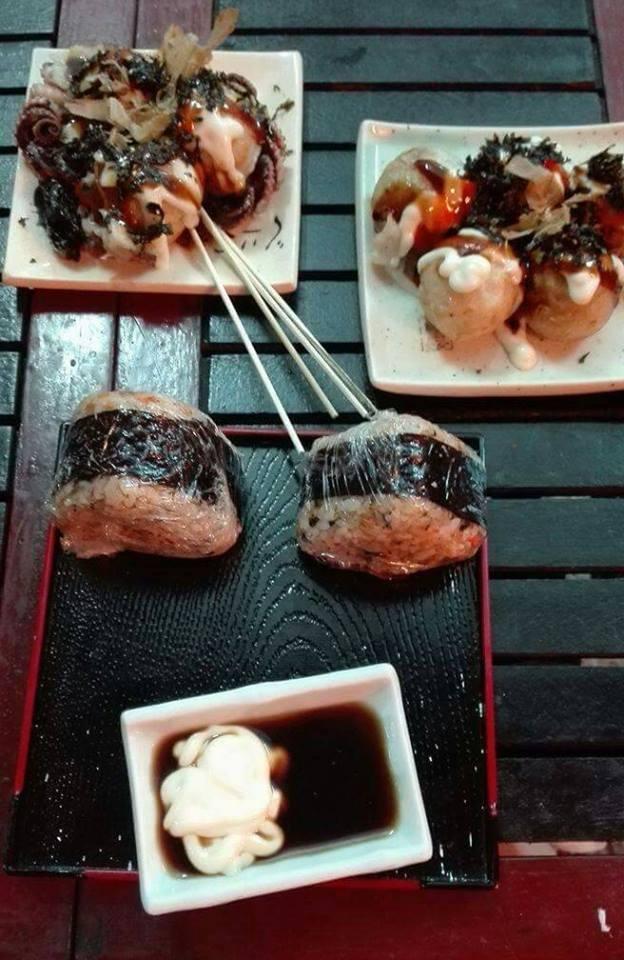 Bánh bạch tuộc và cơm nắm