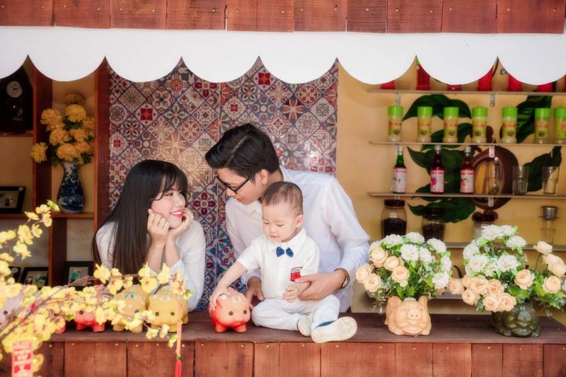 Ảnh gia đình ba người được chụp bởi Yellow Baby