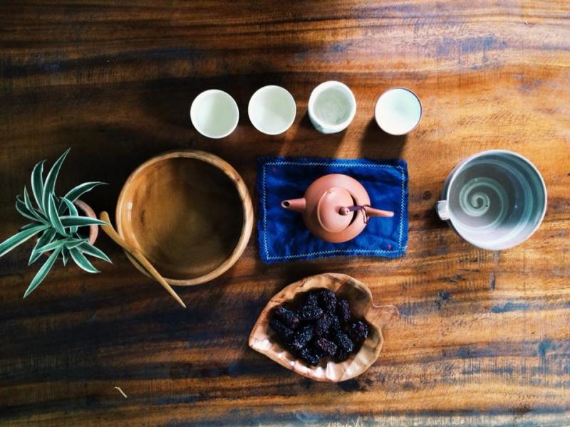Trà hoa và bánh ở Yên