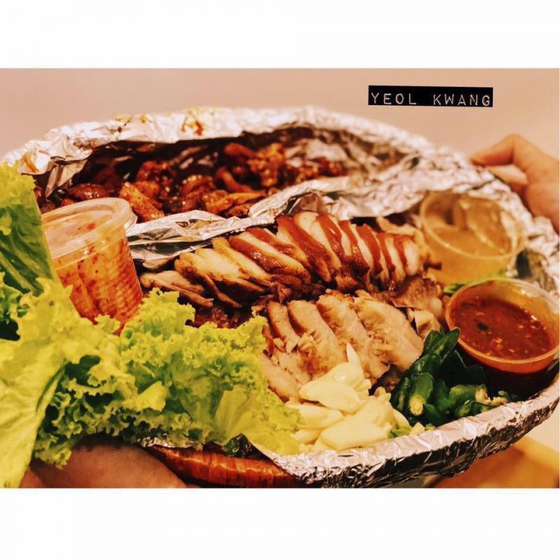 Món nổi tiếng nhất của nhà hàng chính là món chân giò Hàn Quốc, được chế biến chuẩn vị, menu chia thành các loại như chân giò nóng, chân giò lạnh và chân giò cay