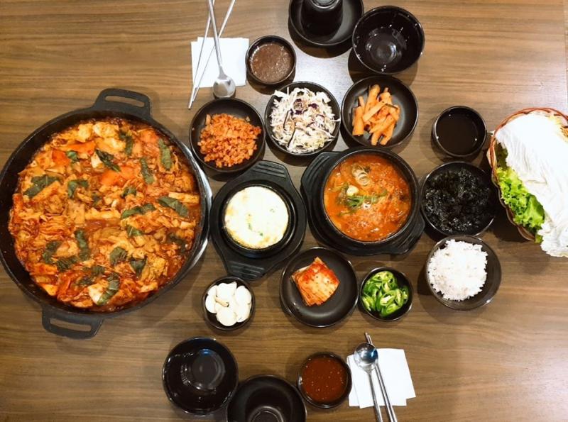 Nhà hàng còn có rất nhiều món mang hương vị truyền thống xứ kim chi, rất hấp dẫn và lạ miệng