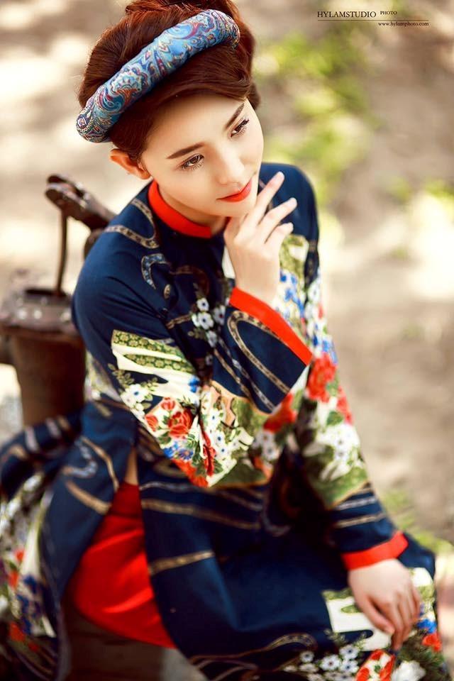 Đa dạng về chất liệu và mẫu vải, bạn nhất định sẽ tìm được một bộ áo dài không đụng hàng