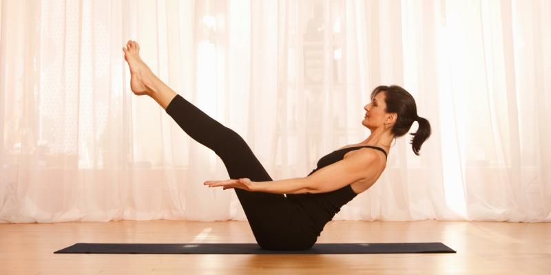 Nếu những di chứng sau sinh vẫn còn khiến bạn đau nhức và mệt mỏi không buồn nhìn đến những bài tập thể dục nhàm chán thì hãy thử bộ môn yoga nhé.