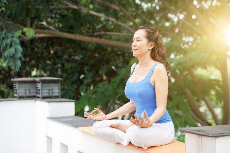 Yoga là một lối luyện tập và kiến thức đã có từ lâu đời với một hệ thống gồm nhiều kỹ thuật làm sao cho thân thể và trí não khỏe mạnh.