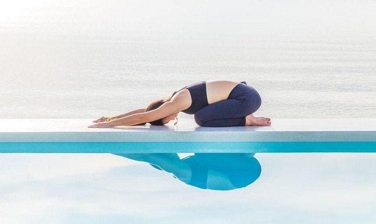 Lợi ích của yoga là tăng cường độ dẻo dai của cơ thể bởi các động tác không đòi hỏi phải căng cơ thường xuyên