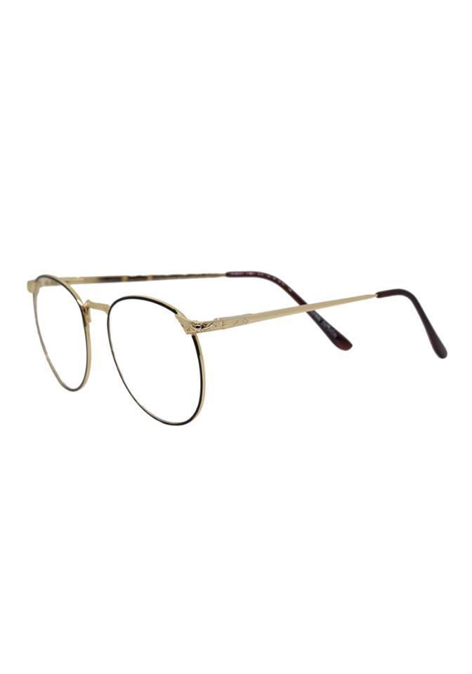Một mẫu gọng kính được yêu thích ở Young Optical Boutique