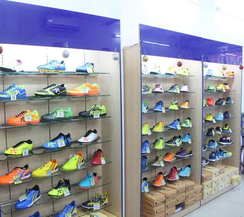 Ngoài quần áo đá bóng, YouShop còn tập trung vào mặt hàng giày thể thao (Nguốn: Sưu tầm)